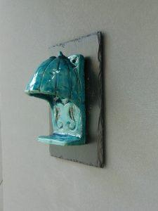 Amourette, keramiek, koper en leisteen, 20 x 12 cm (leisteentablet), 15 x 9 x 8 cm (keramiek), 2013