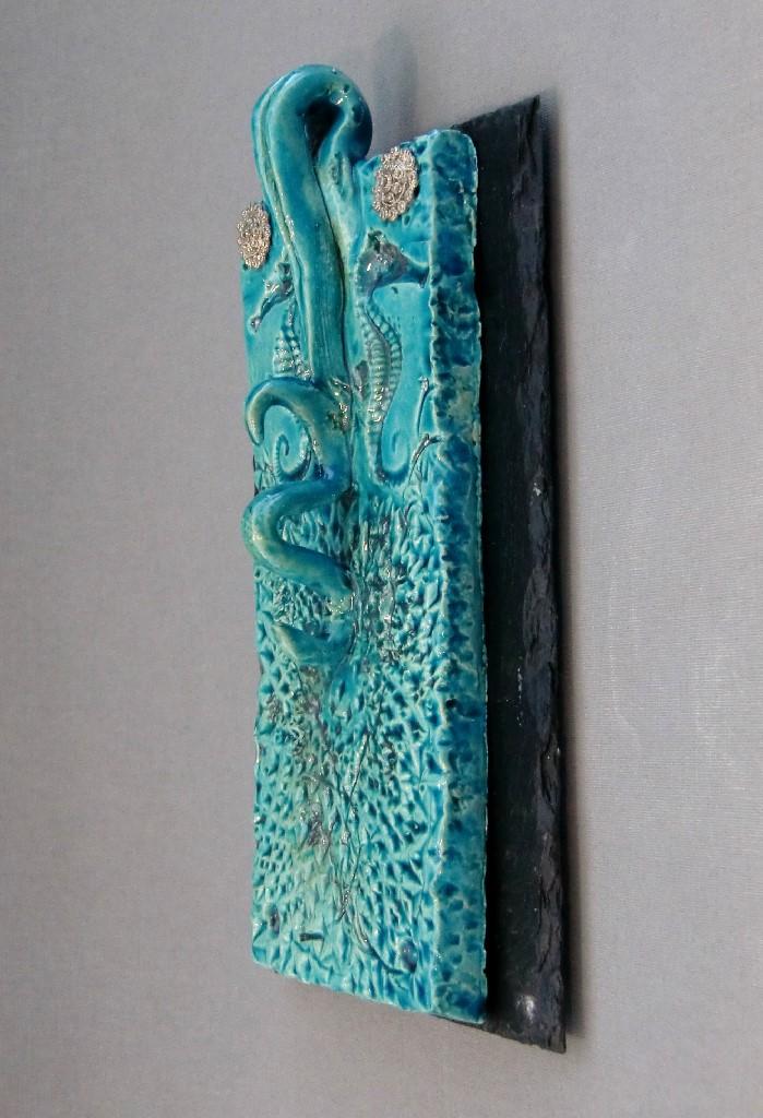 SeaBiscuits (S), keramiek, antiek Zeeuws Zilver en leisteen, 20 x 12 cm (maten leisteentablet), 2013