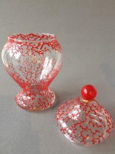 Bokaal Rood Koraal (met Deksel), gebrandschilderd glas, 23 cm (inclusief deksel), 13 cm, 2018