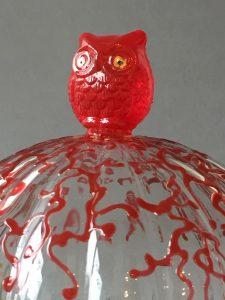 Stolp met Rood Uiltje (tweedelig), gebrandschilderd glas,17 x 15 cm, 2019
